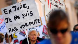 Des manifestantes défilent dans les rues de Marseille contre les violences faites aux femmes le samedi 24 novembre 2018.