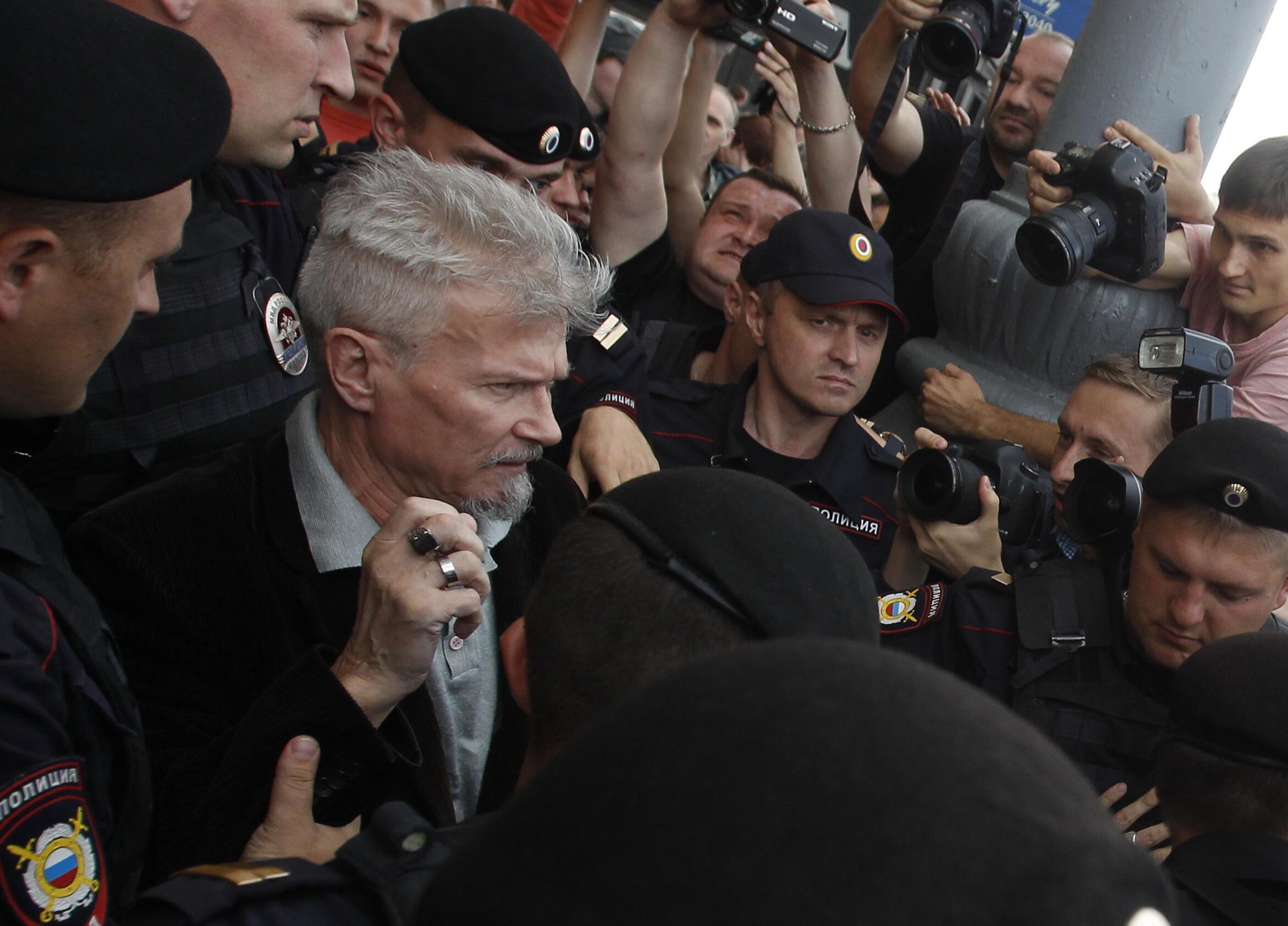 Момент задержания Эдуарда Лимонова возле Триумфальной площади, куда он не был допущен для проведения акции Стратегии-31. Москва 31/07/2013