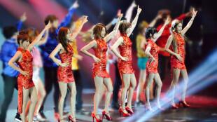 Ban nhạc nữ T-ara trong một buổi trình diễn tại Hồng Kông. Ảnh chụp ngày 10/08/2013.