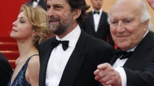 Le réalisateur, Nanni Moretti (C), Margherita Buy  (G) et Michel Piccoli acteurs du film «Habemus Papam» en compétition au 64e festival de Cannes, le 13 mai 2011.