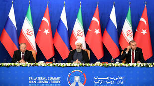 Nga và Thổ Nhĩ Kỳ từ nhiều năm nay tìm cách siết chặt hợp tác. Ảnh minh họa: Một cuộc họp báo của ba nguyên thủ Nga, Iran và Thổ Nhĩ Kỳ tại Téhéran năm 2018.