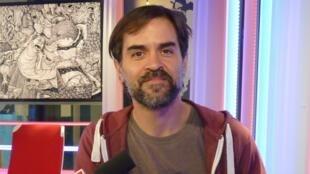 Nicolás Arispe en los estudios de RFI