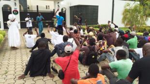 Une mobilisation pour les migrants en Libye a pris place devant l'ambassade libyenne à Cotonou.