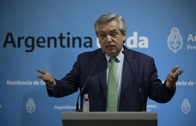 Le président argentin Alberto Frenandez lors d'une conférence de presse à Buenos Aires, le 19 mars 2020.
