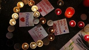 Homenajes en Niza tras el atentado que causó 84 muertos y cientos de heridos.