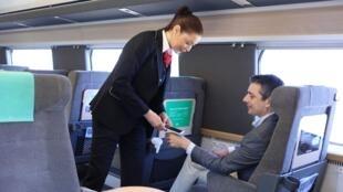 Alguns suecos já usam chip implantado na mão para pagar viagem de trem.