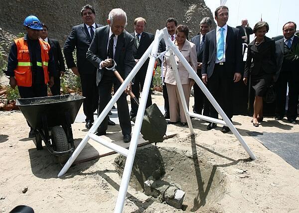 El presidente Alan García particia en la puesta de la primera piedra del Lugar de la Memoria.