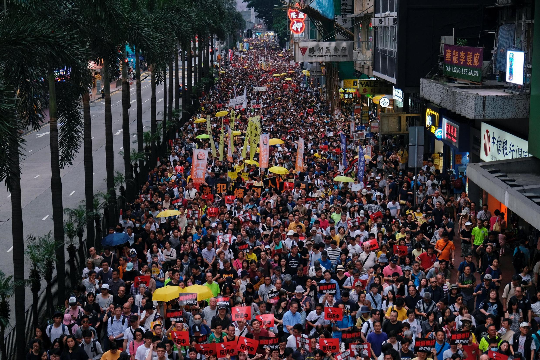 Manifestantes em Hong Kong protestam contra projeto de extradição com a China.