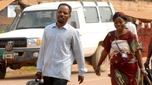 Deux Congolais de retour dans leur village après dix ans d'exil au Gabon.
