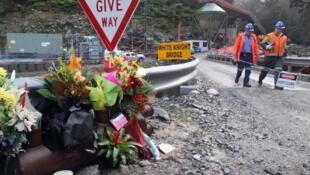 Une équipe de sauveteurs entre dans la mine de Pike River pour la première fois depuis la castastrophe de novembre 2010. Photo : 28 juin 2011, à Greymouth, en Nouvelle-Zélande.