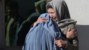 افغانستان یکی از کشورهای سنتی است که سنت، همزمان با چند دهه جنگ دوامدار، زمینه را برای اعمال خشونتهای گوناگون برضد زنان فراهم کرده است.