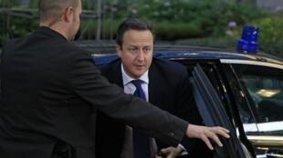 Chegada do primeiro-ministro britânico, David Cameron, a Bruxelas para uma reunião de alto risco sobre o orçamento plurianual da União Europeia.