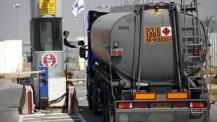 A tanker loaded with fuel for Gaza enters the Kerem Shalom crossing between Israel and the southern Gaza Strip, 4 April, 2012