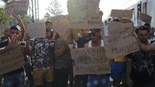 受阻的難民示威抗議克羅地亞關閉邊境