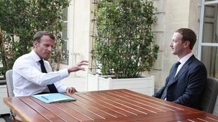 Presidente francês, Emmanuel Macron e Mark Zuckerberg, há um ano no Palácio do Eliseu, onde se encontraram de novo esta sexta-feira