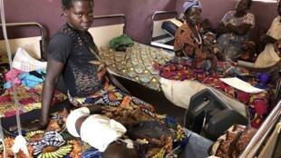 Prise en charge de la rougeole à l'hôpital de Bossangoa, en Centrafrique, le 8 mars 2020.