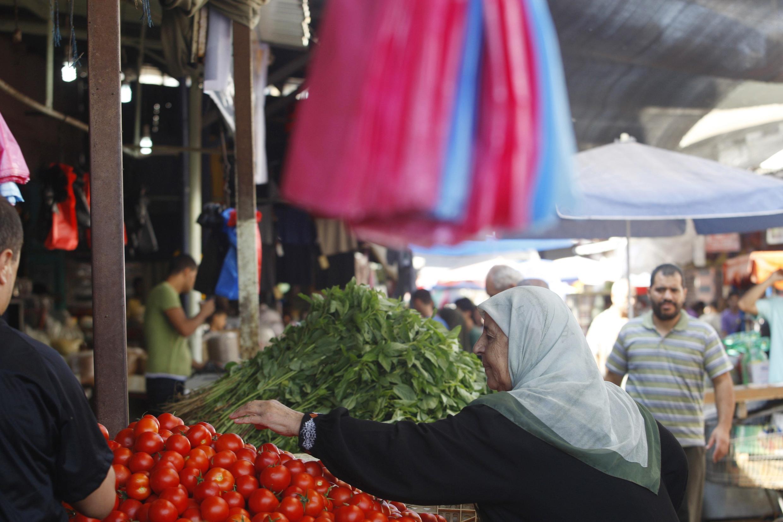 Habitantes de Gaza aproveitam trégua para fazer compras