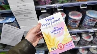 Детская молочная смесь Lactalis в супермаркете