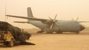 Un avion de transport tactique «Transall», ici au Mali, qui sert au transport d'hommes et de frêt directement sur le théâtre.