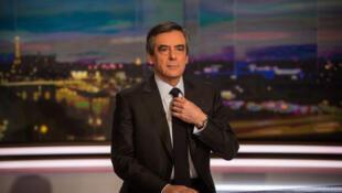 """فرانسوا فیون، در بخش خبری پنجشنبه  ٢۶ ژانویه ٢٠۱٧، """"کانال یک"""" تلویزیون فرانسه """"TF1"""""""