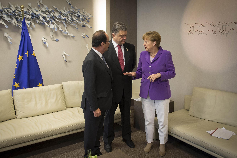 Ангела Меркель, Франсуа Олланд и Петр Порошенко в Евросовете в Брюсселе 27/06/2014 (архив)