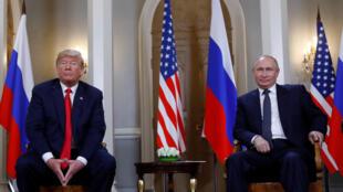 Le président américain Donald Trump (g) et le président russe Vladimir Poutine (d), à Helsinki, le 16 juillet 2018.