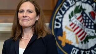 La ahora ratificada candidata a la Suprema Corte de Justicia de EEUU Amy Coney Barrett, en el Capitolio en Washington, el 21 de octubre de 2020