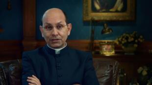 """A """"legítima defesa cristã"""" citada pelo padre Paulo Ricardo (foto) provoca questionamento do jornal Le Monde."""
