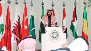 Bộ trưởng Quốc Phòng Ả Rập Xê Út, hoàng tử Mohammed ben Salman, trong buổi họp báo tại Riyad, ngày 15/12/2015.