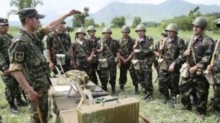 Quân dự bị Kyrgyzstan tại căn cứ quân sự gần thủ đô Bishkek