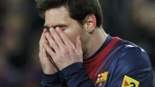 Dan wasan Barcelona Lionel Messi ya dafe baki bayan sun sha kashi a hannun Real Madrid a filin wasa na Nou Camp a gasar Copa Del Ray