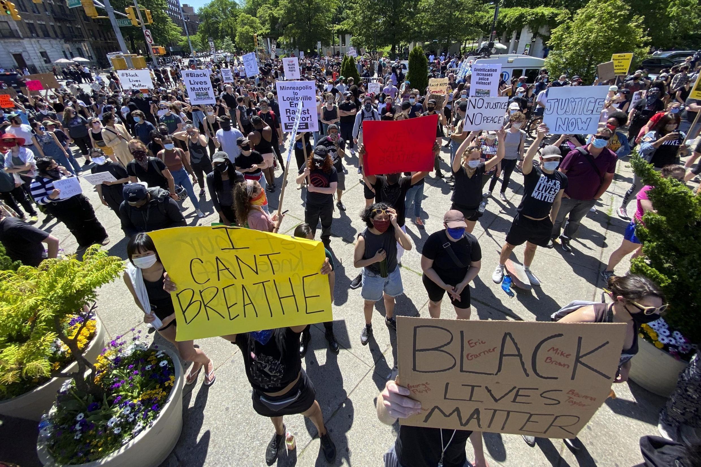 Des manifestants réclament justice après la mort de George Floyd à Minneapolis, le 30 mai 2020.