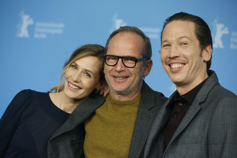 Режиссер фильма «Джанго» Э.Комар (в центре) и его актеры: Сесиль де Франс (слева) и Реда Катеб