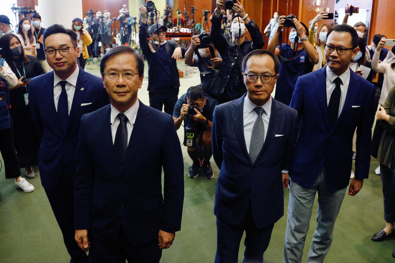 Hong Kong: os quatro deputados - Alvin Yeung Ngok-kiu, Kwok Ka-ki, Kenneth Leung e Dennis Kwok - destituídos nesta quarta-feira (11) do Parlemento.