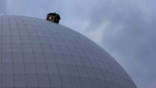 """En mai 2009, la """"moon house"""" a été intallée au sommet du Globe Ericsson, à Stockholm."""