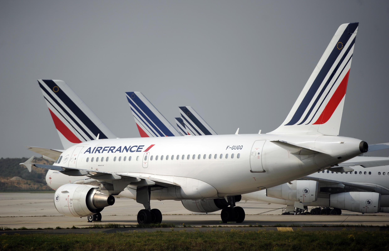 Un avion Air France sur le tarmac de l'aéroport Charles de Gaulle (France)