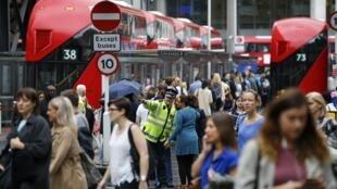 En 2010, David Cameron avait promis de réduire le solde migratoire à moins de 100000 personnes par an.