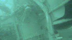 A cauda do voo da AirAsia foi encontrada no mar de Java