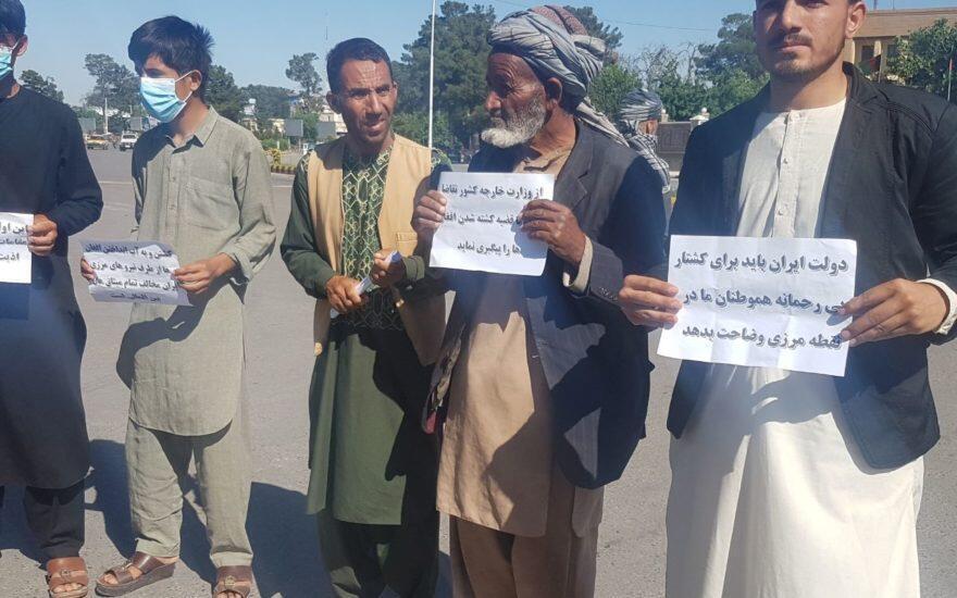 اعتراض شهروندان افغان  در هرات به کشته شدن هموطنان خود در رودخانۀ هریرود در مرز میان ایران و افغانستان