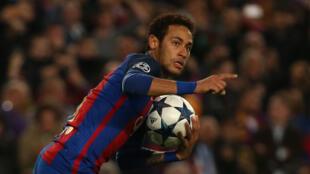 Dan wasan gaba na kungiyar Barcelona yayin murnar kwallo ta 5 da ya ci a wasan da suka lallasa Paris St Germain da 6-1.