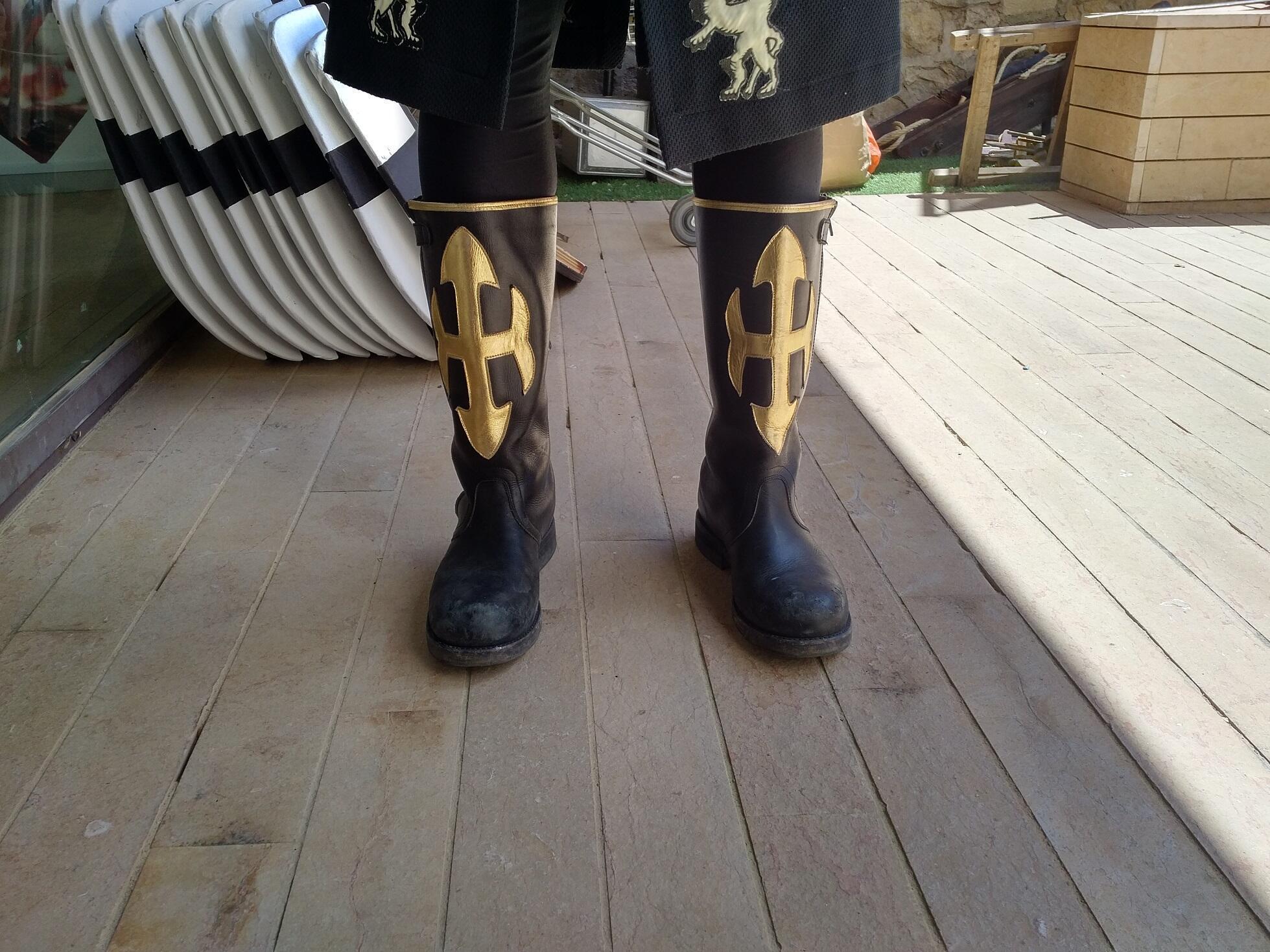 Zapatos de la comparsa Almogavares.