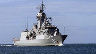 Khu trục HMAS Perth, chống tàu ngầm lớp Anzac của Hải Quân Hoàng Gia Úc.