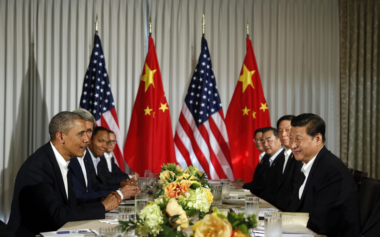 Tổng thống Mỹ Barack Obama và chủ tịch Trung Quốc Tập Cận Bình gặp nhau tại Rancho Mirage, California (REUTERS /K. Lamarque)