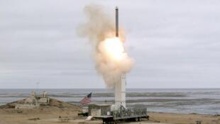 """وزارت دفاع ایالات متحده آمریکا، در روز یکشنبه ٢٧ مرداد/ ١٨ اوت ٢٠۱٩، آزمایش یک نوع جدید از """"موشک کروز"""" را از جزیره """"سن نیکولاس"""" در کالیفرنیا انجام داد."""