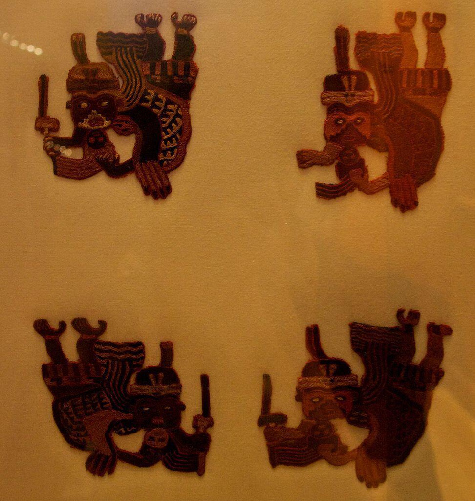 Du textile paracas, civilisation précolombienne disparue.