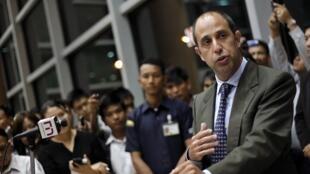 Đặc phái viên LHQ Tomas Ojea Quintana trong cuộc họp báo tại Rangun ngày 16/02/2013.