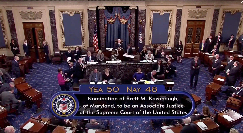 Los senadores confirmaron la designación del juez Brett Kavanaugh como miembro de la Corte de Justicia de Estados Unidos, 6 de octubre 2018