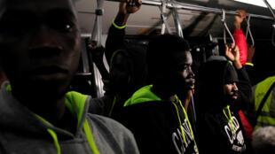 Une centaine de migrants ivoiriens rapatriés de Libye, le 20 novembre 2017 (photo d'illustration).