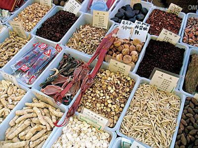 Le marché de plantes médicinales en Chine.