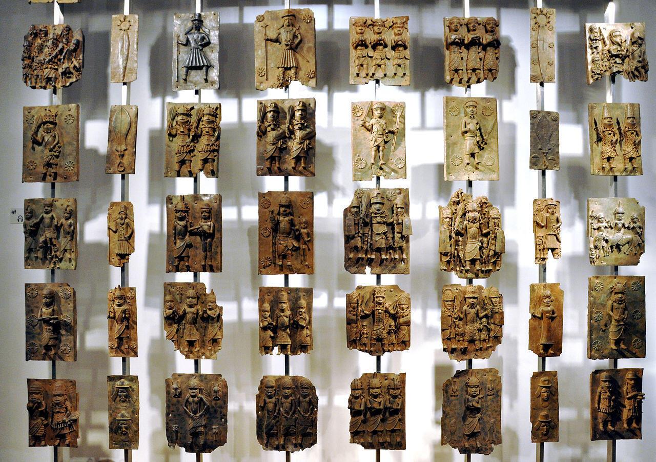 Placas de bronze do Benin no Museu Britânico.